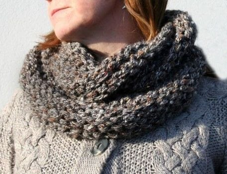 Steel Grey Chunky Circular Scarf  (original version) .  Free tutorial with pictures on how to make an accessory in under 90 minutes by knitting with dk yarn. How To posted by js-m crafts.  in the Yarncraft section Difficulty: Easy. Cost: Cheap. Steps: 3