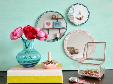 Make A Beaded Mirror Gallery .  Free tutorial with pictures on how to make a mirror in under 40 minutes by beading with mirrors, cardbord, and stones. How To posted by Anima P.  in the Art section Difficulty: Simple. Cost: Cheap. Steps: 5
