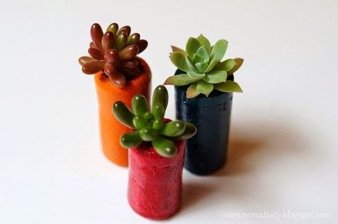 Cork flower pots .  Free tutorial with pictures on how to make a vase, pot or planter in 5 steps by gardening How To posted by Anna Spathari.  in the Home + DIY section Difficulty: Simple. Cost: Absolutley free.