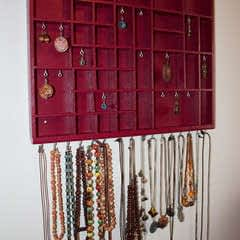 Transform A Tray Into A Jewelry Display