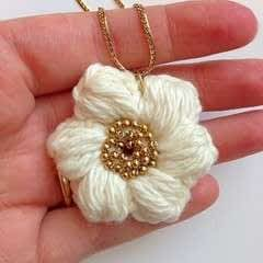 Puff Stitch Flower Necklace