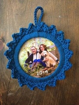 Fun way to display photos! .  Free tutorial with pictures on how to make a photo holder in under 60 minutes by yarncrafting and crocheting with weight, cardstock, and embroidery floss. How To posted by Rachel T.  in the Yarncraft section Difficulty: Easy. Cost: Absolutley free. Steps: 3