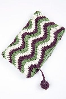 Crocheted Purses .  Free tutorial with pictures on how to stitch a knit or crochet pouch in 1 step by crocheting with yarn, crochet hook, and zipper. How To posted by Search Press.  in the Yarncraft section Difficulty: Simple. Cost: Cheap.