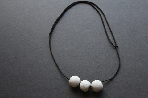 A simple polymer clay necklace on leather cord .  Free tutorial with pictures on how to make a beaded necklace in under 30 minutes by jewelrymaking with polymer clay, cord, and skewer. How To posted by Bec G.  in the Jewelry section Difficulty: Easy. Cost: Cheap. Steps: 7
