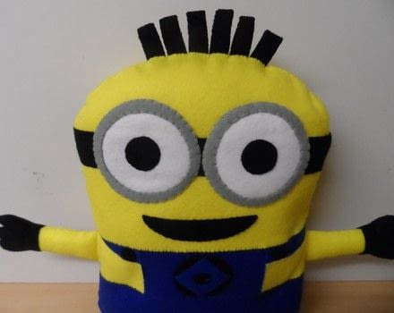 Large 55cm Minion Friend .  Free tutorial with pictures on how to sew a movie plushie in 20 steps by hand sewing with felt, felt, and felt. How To posted by Caz.  in the Sewing section Difficulty: 3/5. Cost: 3/5.