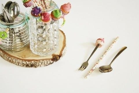 What is more essential to a party than party cutlery?! .  Free tutorial with pictures on how to make cutlery in under 15 minutes by decorating with glasses, tray, and straws. How To posted by Writing M.  in the Other section Difficulty: Easy. Cost: Cheap. Steps: 2