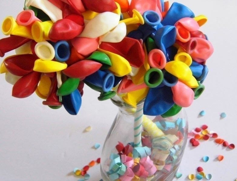 Diy balloon flowers how to make a bouquet decorating for Balloon decoration instructions