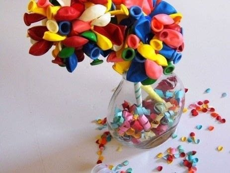 Just an easy-but-takes-a-longer-amount-of-time DIY. Just because, the results are so, so cute! .  Free tutorial with pictures on how to make a bouquet in under 45 minutes by decorating with balloons, straws, and tacks. How To posted by Writing M.  in the Decorating section Difficulty: Simple. Cost: Cheap. Steps: 3