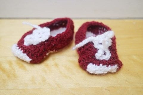 Adorable Converse inspired baby booties! .  Free tutorial with pictures on how to make a baby booties in under 120 minutes by knitting with crochet hook, yarn, and yarn. Inspired by babies and converse. How To posted by Cat Morley.  in the Yarncraft section Difficulty: Simple. Cost: Cheap. Steps: 10