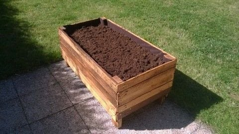 Planter, pallet, wood, woodworking,  .  Free tutorial with pictures on how to make a pallet planter in 14 steps by woodworking with wood pallet, saw, and wood stain. Inspired by garden. How To posted by Mademoiselle Jo.  in the Home + DIY section Difficulty: Simple. Cost: 3/5.