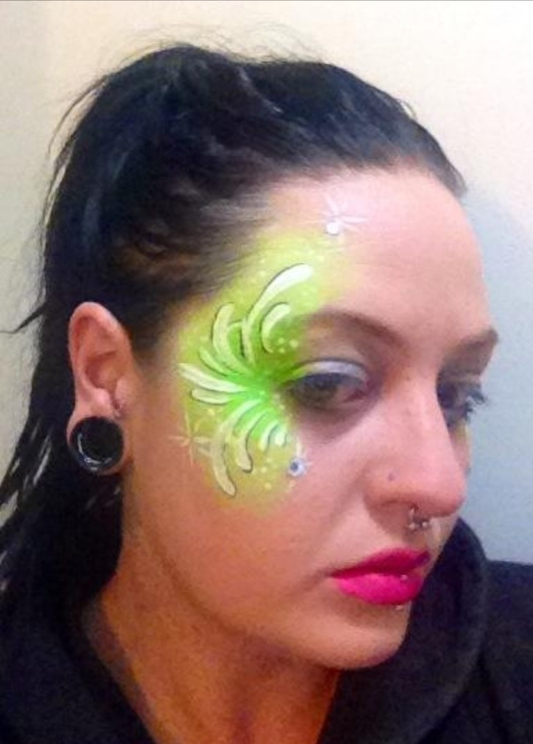 Green fairy facepaint a face painting beauty on cut for Face painting rates