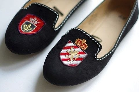 How to create personalized loafers. .  Free tutorial with pictures on how to sew a pair of fabric slippers in 7 steps by hand sewing with shoes, patches, and wooden beads. How To posted by fashionrolla.  in the Needlework section Difficulty: Simple. Cost: Cheap.