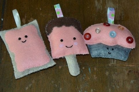 Pop tart, popcicle and cupcake ornament .  Make a popsicle plushie in under 30 minutes using felt, thread, and needle. Inspired by kawaii, food, and pop tarts. Creation posted by rhino1.  in the Sewing section Difficulty: Easy. Cost: Absolutley free.
