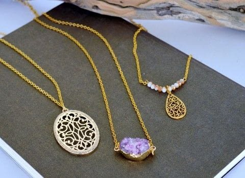 Make layered necklaces .  Free tutorial with pictures on how to make a pendant necklace in under 20 minutes by jewelrymaking with pendants, crystal beads, and agate. How To posted by ntina.ntonti.  in the Jewelry section Difficulty: Simple. Cost: Cheap. Steps: 8