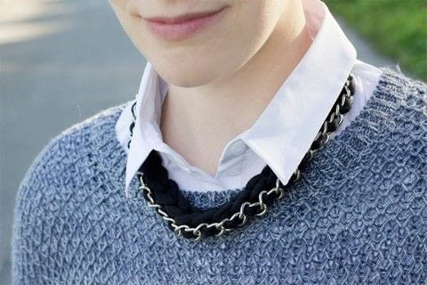 Easy chain and crochet necklace. .  Free tutorial with pictures on how to make a chain necklace in under 60 minutes by jewelrymaking with scissors, yarn, and crochet hook. How To posted by Sarah H.  in the Jewelry section Difficulty: Simple. Cost: Absolutley free. Steps: 3