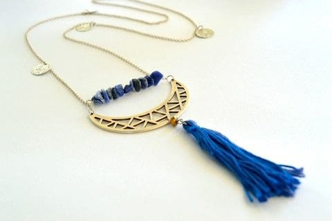 Make a boho chic tassel necklace .  Free tutorial with pictures on how to make a tassel necklace in under 20 minutes by jewelrymaking with silver chain, silver, and semi precious stones. How To posted by ntina.ntonti.  in the Jewelry section Difficulty: Simple. Cost: Cheap. Steps: 8