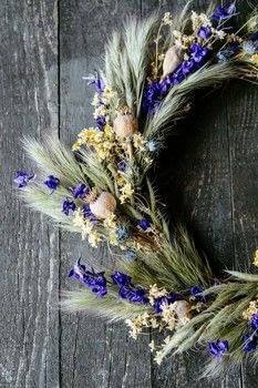 The Crafted Garden .  Free tutorial with pictures on how to make a floral wreath in under 35 minutes by decorating and gardening with wire cutters, wire, and raffia. How To posted by Aurum Press.  in the Decorating section Difficulty: Simple. Cost: Cheap. Steps: 4