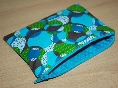 Make your own zipped purse .  Free tutorial with pictures on how to make a zipper pouch in under 30 minutes by sewing How To posted by Nicole D.  in the Needlework section Difficulty: Simple. Cost: No cost. Steps: 5