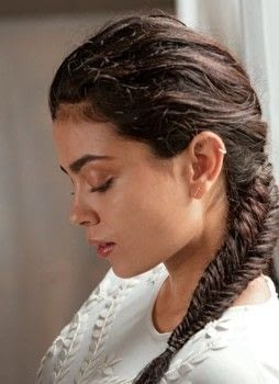 The Art of Hair .  Free tutorial with pictures on how to style a fishtail braid in under 15 minutes by hairstyling with texturizing spray and elastic band. How To posted by Weldon Owen.  in the Beauty section Difficulty: Simple. Cost: Cheap. Steps: 5