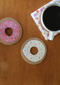 Add some color to your breakfast table!  .  Free tutorial with pictures on how to paint a painted coaster in under 10 minutes by decorating with scissors, bowl, and paintbrushes. Inspired by donuts. How To posted by Suzie S.  in the Decorating section Difficulty: Easy. Cost: Absolutley free. Steps: 3