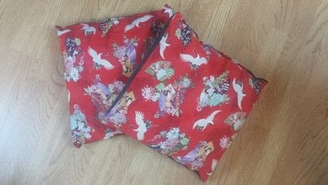 Geisha cushions .  Make a cushion in under 120 minutes using scissors, sewing machine, and cotton. Creation posted by MissDarkMark.  in the Sewing section Difficulty: Easy. Cost: Absolutley free.