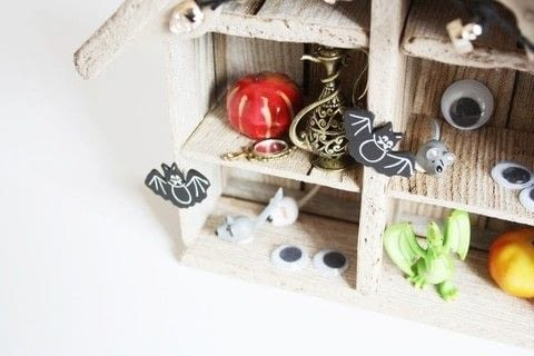 DIY Halloween Haunted House .  Free tutorial with pictures on how to make a dolls house in under 30 minutes by decorating with scissors, thread, and stickers. Inspired by halloween. How To posted by Writing M.  in the Home + DIY section Difficulty: Simple. Cost: Absolutley free. Steps: 3