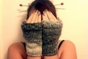 Super easy fingerless mittens .  Free tutorial with pictures on how to make mittens in under 180 minutes by knitting with bulky yarn , knitting needles, and stitch markers. How To posted by Buttons and Pickles.  in the Yarncraft section Difficulty: Simple. Cost: No cost. Steps: 19
