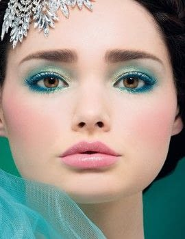 Simply Glamorous .  Free tutorial with pictures on how to create a blue eye makeup look in under 25 minutes by applying makeup with primer, foundation makeup, and blush. How To posted by Aurum Press.  in the Beauty section Difficulty: Simple. Cost: Cheap. Steps: 14