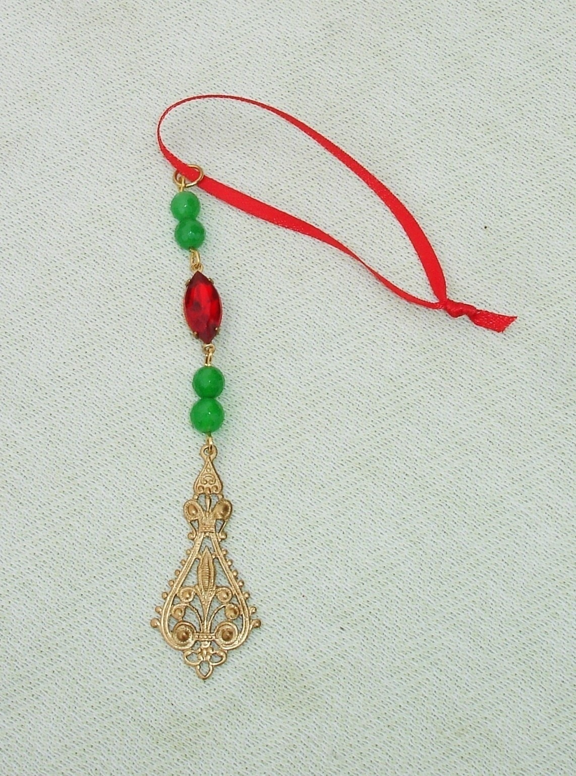Beaded Holiday Icicles · An Icicle · Version by Harmonee.seal