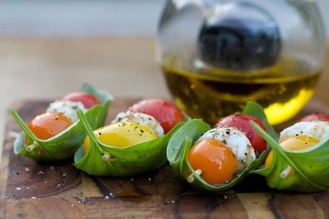 Caprese Boats  .  Free tutorial with pictures on how to cook a Caprese salad in under 15 minutes by cooking with sea salt, black pepper, and basil leaves. Recipe posted by comewecreate.  in the Recipes section Difficulty: Easy. Cost: 3/5. Steps: 3