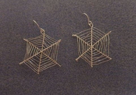 Halloween accessories .  Free tutorial with pictures on how to make a pair of wire earrings in under 20 minutes by jewelrymaking, metalworking, and wireworking with headpin, wire, and earring hooks. How To posted by Gemma T.  in the Jewelry section Difficulty: Easy. Cost: Cheap. Steps: 5