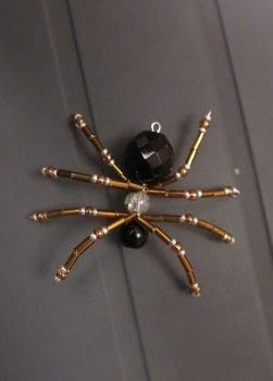 Spider pendant .  Make a wire brooch in under 30 minutes by beading and wireworking with beads, seed beads, and bugle beads. Creation posted by Gemma T.  in the Jewelry section Difficulty: 3/5. Cost: Cheap.