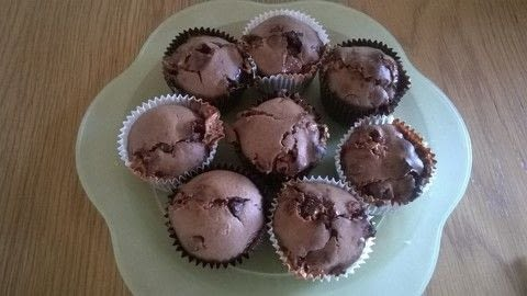 .  Free tutorial with pictures on how to bake a chocolate chip muffin in under 40 minutes by cooking and baking with butter, plain flour, and cocoa powder. Recipe posted by Super Madcow.  in the Recipes section Difficulty: Easy. Cost: Cheap. Steps: 9