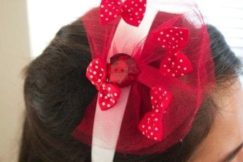 A cute little headband for game day.  .  Free tutorial with pictures on how to make a button headband in under 20 minutes by embellishing, sewing, and not sewing with glue, needle, and hair band. How To posted by MagicalGirlMaya.  in the Other section Difficulty: Easy. Cost: Cheap. Steps: 3
