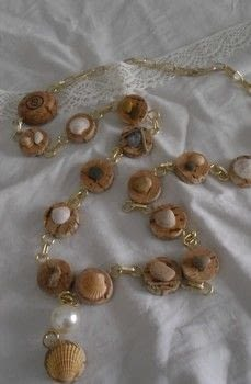 """""""Messes"""" lab eco jewelry .  Make a shell necklace in under 120 minutes by jewelrymaking with wood, white glue, and pearls. Creation posted by Scompigli laboratorio di eco gioielleria.  in the Jewelry section Difficulty: Simple. Cost: 3/5."""