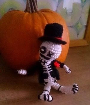 Celebrate Day of the Dead in style. .  Make a character plushie by cross stitching, embroidering, yarncrafting, crocheting, amigurumi, and hand sewing with yarn, crochet needle, and embroidery needle. Inspired by halloween, skulls & skeletons, and sugar skulls. Creation posted by MissCindy.  in the Yarncraft section Difficulty: 3/5. Cost: Absolutley free.