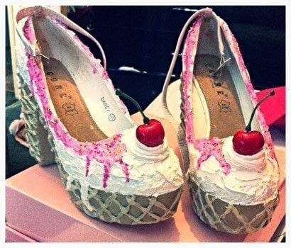 Make a pair of ice cream shoes .  Free tutorial with pictures on how to revamp a pair of revamped shoes in 10 steps using high heels, decorators chaulk, and tube. Inspired by ice cream and shoes. How To posted by Carina M.  in the Other section Difficulty: 3/5. Cost: 3/5.
