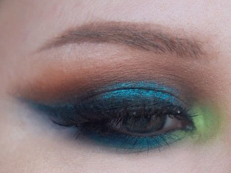 Colorful Smokey Cut Crease .  Free tutorial with pictures on how to create a cut crease eye makeup look in under 30 minutes by applying makeup with eye shadow palette, eye pencil, and eyeshadow. Inspired by blue. How To posted by emileebdesigns.  in the Beauty section Difficulty: 4/5. Cost: 3/5. Steps: 9