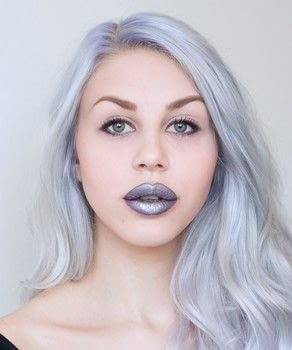 Edgy and bold metallic lips .  Free tutorial with pictures on how to create a lip makeup look in under 15 minutes by applying makeup with foundation makeup, blush, and brow pencil. Inspired by taylor swift. How To posted by Glitterbubblegum.  in the Beauty section Difficulty: Simple. Cost: Cheap. Steps: 9