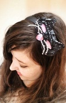 Mix and match your hairbands with clip on accessories! .  Free tutorial with pictures on how to make an embellished headband in under 20 minutes by jewelrymaking with hair band, snaps, and snap setter. How To posted by Cat Morley.  in the Jewelry section Difficulty: Simple. Cost: Cheap. Steps: 11