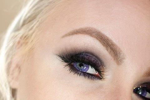 .  Free tutorial with pictures on how to create a smokey eye in under 12 minutes by applying makeup with eyeshadow primer, eye lashes, and eye shadow palette. Inspired by purple. How To posted by Ashley Pyle .  in the Beauty section Difficulty: 3/5. Cost: No cost. Steps: 1