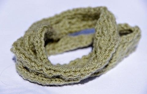 An easy cabled headband- a perfect project for someone who's new to knitting! .  Free tutorial with pictures on how to stitch a knit or crochet headband in under 120 minutes by knitting with yarn and knitting needles. How To posted by Zoe F.  in the Yarncraft section Difficulty: Easy. Cost: Absolutley free. Steps: 11