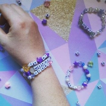 Wear your heart on your wrist .  Free tutorial with pictures on how to bead a glass bead bracelet in under 5 minutes using scissors, ruler, and glass beads. How To posted by teaandcraft.  in the Jewelry section Difficulty: Easy. Cost: Cheap. Steps: 3