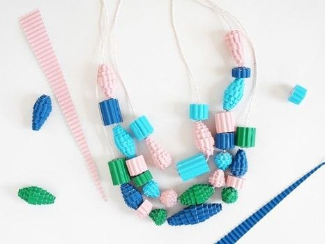 HOW TO MAKE A FUN AND EASY COLORFUL CORRUGATED PAPER BEAD NECKLACE .  Free tutorial with pictures on how to make a paper bead necklace in under 60 minutes by jewelrymaking and papercrafting with ruler, string, and colored paper. How To posted by La maison de Loulou.  in the Papercraft section Difficulty: Simple. Cost: Cheap. Steps: 4