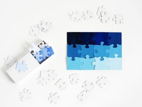 DIY TRAVEL SIZE PUZZLE .  Free tutorial with pictures on how to make a puzzle in under 30 minutes by papercrafting with puzzle, box, and paints. How To posted by La maison de Loulou.  in the Papercraft section Difficulty: Simple. Cost: Absolutley free. Steps: 2