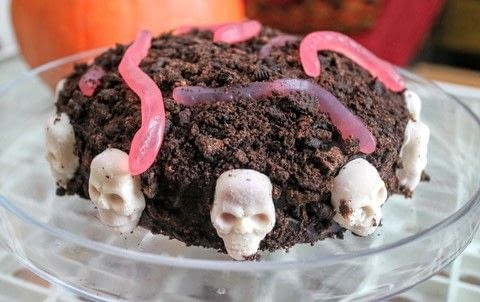 Celebrate Day Of The Dead with a skull and soil cake. .  Free tutorial with pictures on how to bake a cake in under 60 minutes by cooking, baking, and decorating food with butter, brown sugar, and flour. Inspired by skulls & skeletons. Recipe posted by Cat Morley.  in the Recipes section Difficulty: Simple. Cost: Cheap. Steps: 9