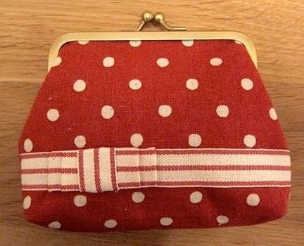 Perfect for keeping your handbag organised .  Free tutorial with pictures on how to make a snap purse in under 150 minutes by sewing with scissors, thread, and sewing machine. How To posted by Lauren G.  in the Sewing section Difficulty: 4/5. Cost: No cost. Steps: 9