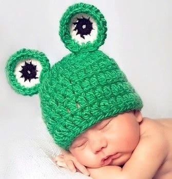 A super cute and easy baby frog hat crochet pattern! .  Free tutorial with pictures on how to make an animal hat in under 120 minutes by crocheting with bulky yarn , worsted weight yarn, and crochet hook. Inspired by frogs. How To posted by Posh Patterns.  in the Yarncraft section Difficulty: Simple. Cost: 3/5. Steps: 3