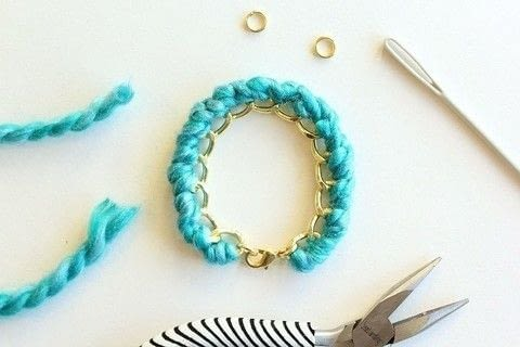 Make a Yarn Wrapped Bracelet .  Free tutorial with pictures on how to make a braided yarn bracelet in under 60 minutes by jewelrymaking with yarn, jewelry chain, and lobster clasp. How To posted by aprettyfix.  in the Jewelry section Difficulty: Easy. Cost: Cheap. Steps: 13