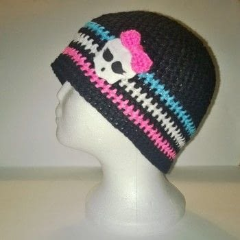 Monster High hat .  Make a hat in under 120 minutes using yarn, crochet hook, and fleece. Inspired by monster high. Creation posted by Carol S.  in the Yarncraft section Difficulty: Easy. Cost: Cheap.